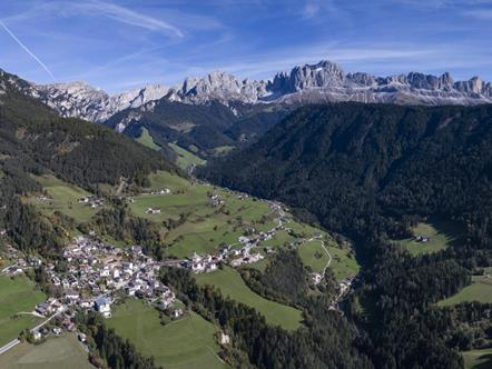 Tiers at the foot of the Rosengarten in the magnificent Dolomites