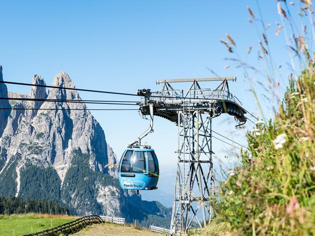 With the Seiser Alm cable car to the hiking paradise Seiser Almsi