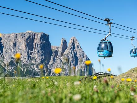 Hikers and sports enthusiasts with the cable car to the Seiser Alm in the Dolomites