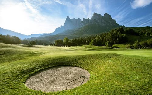 Golfing at the foot of the Schlern in the Dolomites in Seis am Schlern