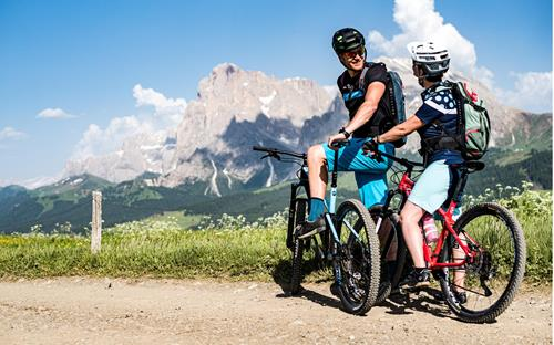 Bike tour on the Seiser Alm in South Tyrol with view of the Dolomites