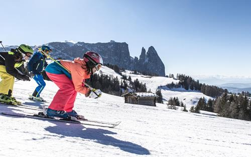 Skiing with children on the perfectly prepared slopes on the Seiser Alm