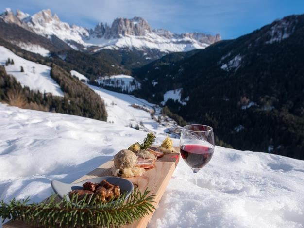 berglertafel-im-winter-seiser-alm-marketing-indio-1